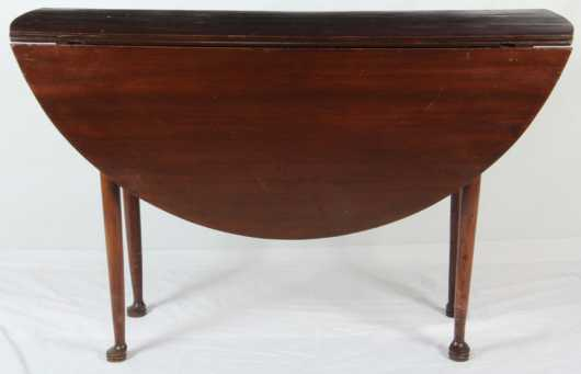 Massachusetts Queen Anne Drop Leaf Table