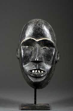 A Dan/Mano mask