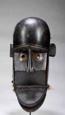 A Guerze or Loma mask