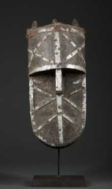 A fine Toma/Loma mask