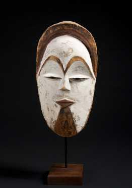 A fine Vuvi Face mask
