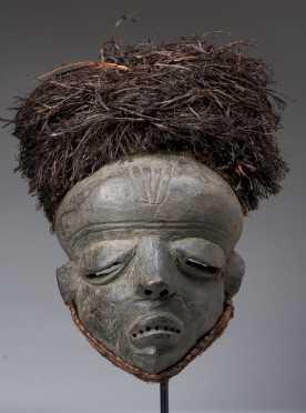A Pende facemask
