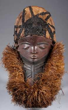 A fine Pende face mask