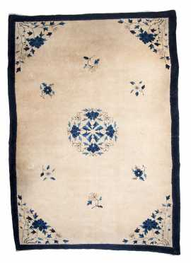 Chinese Small Room Size Oriental Rug