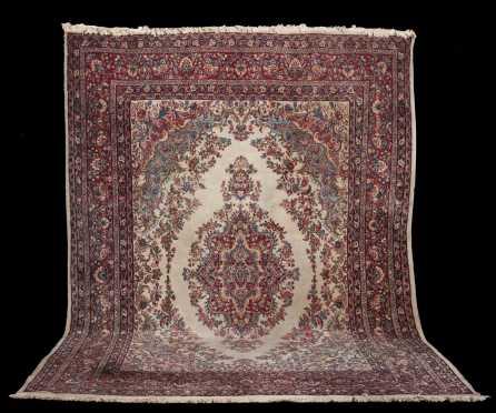 Kazvin Room Size Oriental Rug