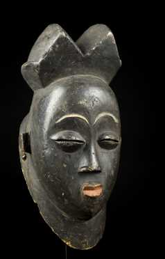 A Black Punu face mask