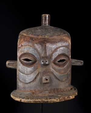A fine old Eastern Pende Giphogo mask