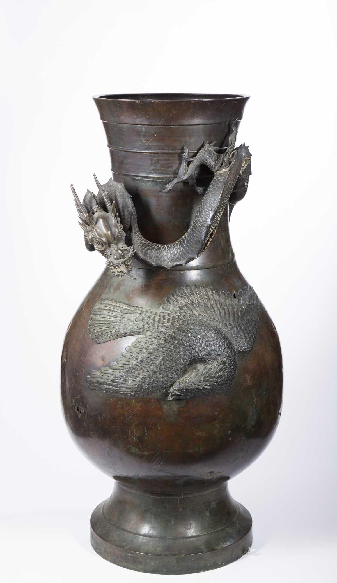 Edo Palace Size Japanese Bronze Vase With Dragon Decoration
