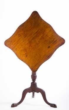 Mahogany Queen Ann Serpentine Top Candlestand