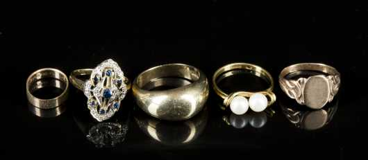 Six Pieces of Yellow Gold Jewelry