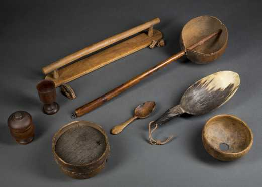 Horn and Woodenware Lot