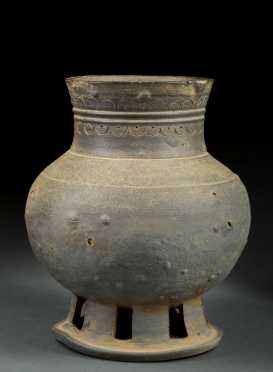 Chinese Han Dynasty Bulbous Vase