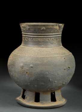 Chinese Han Dynasty Bulbous Vase