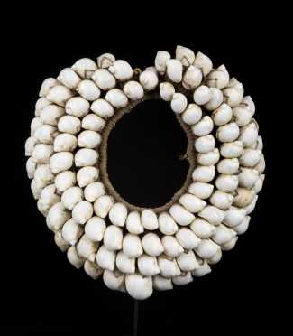 A Fine and beautiful Papua New Guinea shell necklace