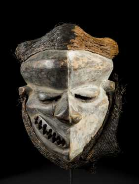 A fine and rare Pende deformity mask