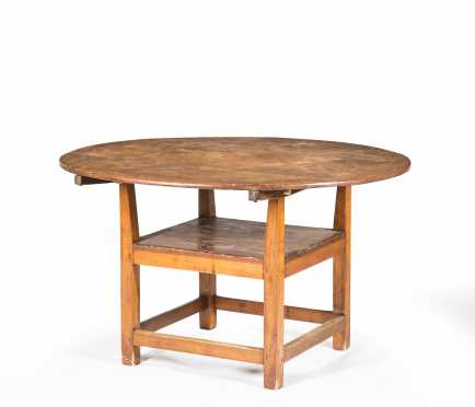NH Stretcher Base Round Top Hutch Table