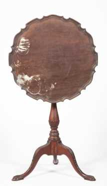Chippendale Style Pie Crust Edge Top Candlestand