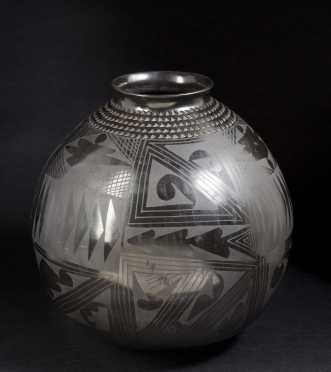 Mata Ortiz Black Pottery Olla by Nicolas Silveira
