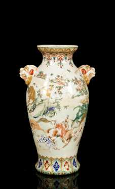 Chinese Animal Decorated Export Porcelain Vase