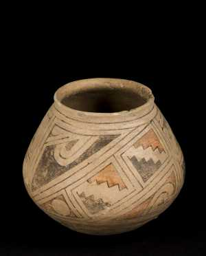 Southwest Native American Bulbous Decorated Pot