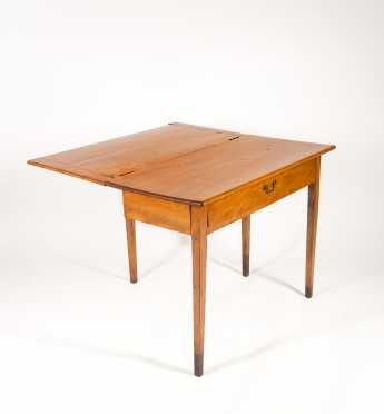 New Hampshire Hepplewhite One Crawer Card Table