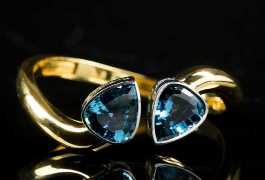 Yellow 18kt Gold and Topaz Bangle