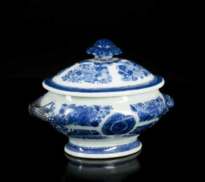 Chinese Export Blue Fitzhugh Covered Sauce Tureen