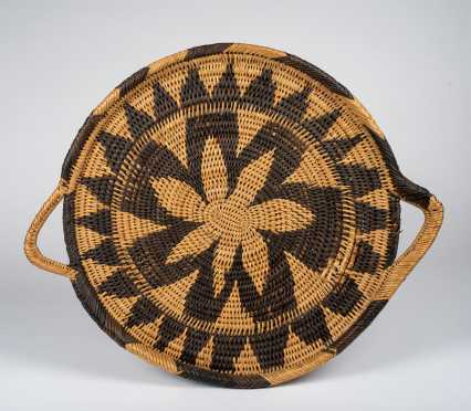 A Papua New Guinea Southern Highlands Mendi Serving Tray.