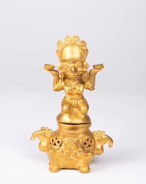 A Pre-Columbian Tairona Gold Figural Lidded Vessel