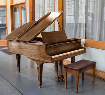"""""""Knabe"""" 1917 Grand 5' 2"""" Piano"""