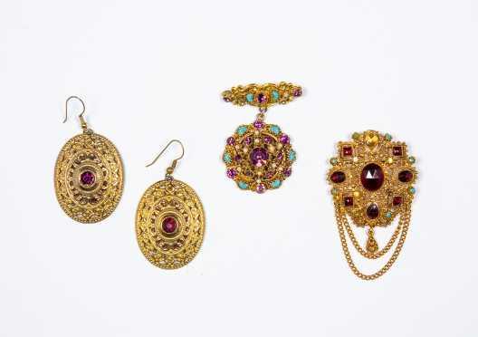 Three Pieces Retro Gold Tone Costume Jewelry