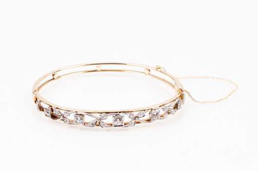 14K and Diamond Ladies Hinged Bracelet