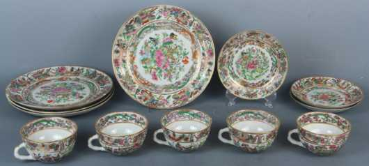Lot of 12 Pieces of Famille Rose Pattern Porcelains