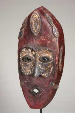 A fine Lulua face mask