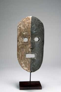 A fine and expressive Kumu mask