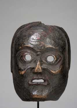 A mask depicting an old grimacing woman
