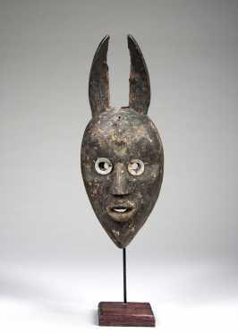 A Dan horned mask